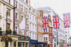 Bruton Street na área afluente de Mayfair no CEN da cidade de Londres Fotografia de Stock Royalty Free