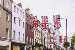 Bruton Street na área afluente de Mayfair no CEN da cidade de Londres Fotografia de Stock