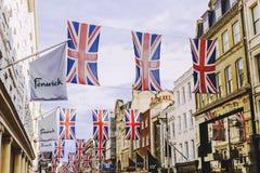 Bruton Street nell'area ricca di Mayfair in cen della città di Londra fotografia stock libera da diritti