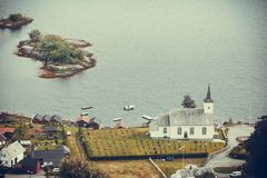 Bruvik信义会,海岛Osteroy挪威 库存照片