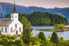 Bruvik Lutheran Kerk, eiland Osteroy Noorwegen royalty-vrije stock afbeeldingen