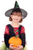 Bruxa da menina com abóbora o Dia das Bruxas Fotos de Stock Royalty Free