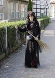 Bruxa da mulher no wernigerode Alemanha Fotos de Stock