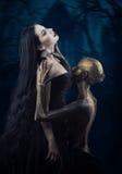 Bruxa e seu familiar foto de stock royalty free