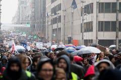 Bruxelas, Bélgica - 2 de dezembro de 2018 - mais do que 75000 pessoas tomou nas ruas de Bruxelas durante o março de ClaimTheClima imagem de stock royalty free