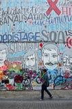 Bruxelas, Bélgica - 12 de maio de 2015: Os grafittis na parede da casa Fotos de Stock