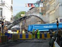 Bruxelas, Bélgica - 3 de maio de 2018: A reabilitação de estrada trabalha no ` Ixelles em Ixelles, Bruxelas de Chausse d Foto de Stock Royalty Free