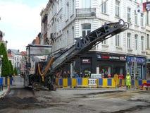 Bruxelas, Bélgica - 3 de maio de 2018: A reabilitação de estrada trabalha no ` Ixelles em Ixelles, Bruxelas de Chausse d Fotografia de Stock Royalty Free