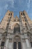 BRUXELAS, BÉLGICA 23 DE NOVEMBRO DE 2014: A catedral de St Michael e de St Gudula, catedral das pessoas de 1000 anos na capital Imagem de Stock Royalty Free