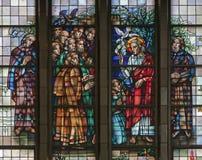 Bruxelas - Jesus Benedicte o apóstolo do windowpane da basílica nacional Fotografia de Stock Royalty Free