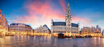 Bruxelas - panorama do lugar grande no nascer do sol, Bélgica fotografia de stock royalty free