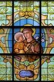 Bruxelas - St Anthony de Pádua no windwopane em riquezas auxiliares Claires de Notre Dame da igreja por Jan van Keer (1904) Imagens de Stock Royalty Free