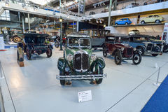BRUXELLES, BELGIO - 5 dicembre 2016 - museo di Autoworld, vecchia raccolta delle automobili che mostra la storia delle automobili Fotografia Stock