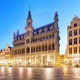 Bruxelles - grande posto alla notte, nessuno, Belgio fotografia stock