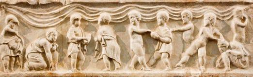 Bruxelles - il vecchio sollievo cristiano come la pietra dell'altare in chiesa di Jean et di St Etienne Minimes aus. Fotografia Stock Libera da Diritti