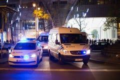 BRUXELLES - 25 NOVEMBRE 2017 : La police anti-émeute reconstituant l'ordre à Bruxelles après une protestation paisible contre l'e Image stock