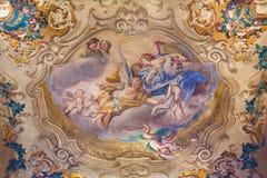 BRÍXIA, ITÁLIA, 2016: Dos anjos com as flores na cúpula da capela lateral na igreja Chiesa di San Giovanni Evangelista Fotos de Stock