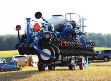 BRYANSK, RUSIA, JULIO DE 2016 - Tractores y máquinas segadores de Claas en la feria agrícola en Bryansk, Rusia Fotos de archivo libres de regalías