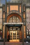 Bryant Park Hotel i midtownen Manhattan Royaltyfria Bilder