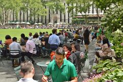Bryant Park Lunch Time royaltyfri fotografi