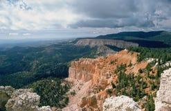 Bryce峡谷和云彩 库存照片