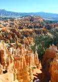 Bryce Canyon em um céu azul Fotos de Stock