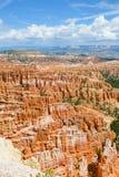 Bryce Canyon med blå himmel Fotografering för Bildbyråer