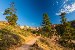 Bryce Canyon Utah, perspektivlandskap i höst på soluppgång Fotografering för Bildbyråer