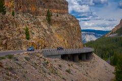 BRYCE-SCHLUCHT, UTAH, JUNI, 07, 2018: Yellowstone-` s überschreitet die großartige Umgehungsstraße durch das Golden Gate umgeben  lizenzfreies stockbild