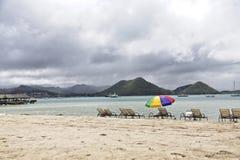 Bryczka hole i Plażowy parasol Obraz Royalty Free