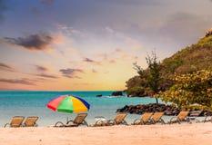 Bryczka hole i Plażowy parasol Obraz Stock