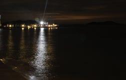 Brygga på natten Arkivbilder