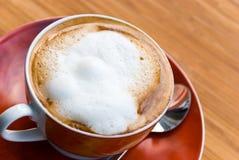 bryggat nytt varmt för cappuccinokopp Royaltyfri Fotografi