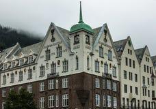 Bryggen i det historiskt centrerar av Bergen fotografering för bildbyråer