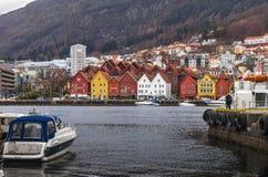 Bryggen på den Vagen hamnen i Bergen norway Arkivfoto