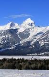 Bryka górę z wispy chmury pierzastej chmury podmuchowym koszt stały w Uroczystym Teton pasmie górskim w Uroczystym Tetons parku n Obraz Stock