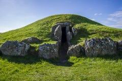 Bryn Celli Ddu- forntida jordfästningkammare Royaltyfria Foton