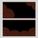 Bryner svärtar koncentriska cirklar för australisk infödd geometrisk konst i apelsin och, uppsättningen för två kort, Arkivfoton