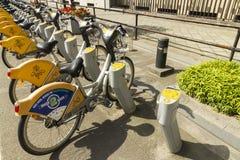"Bryssel Belgien †""Augusti 23: Villo! automatisk cykelhyra s Arkivfoton"