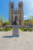 BRYSSEL BELGIEN - APRIL 5, 2008: Bronsmonument av Baudouin K Arkivbild