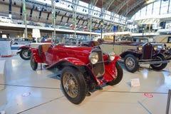 BRYSSEL BELGIEN - DECEMBER 05 2016 - Autoworld museum, gammal bilsamling som visar historien av bilar från början Royaltyfri Fotografi