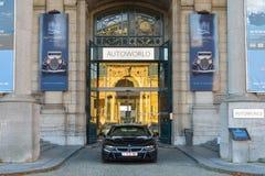 BRYSSEL BELGIEN - DECEMBER 05 2016 - Autoworld museum, gammal bilsamling som visar historien av bilar från början Royaltyfria Bilder
