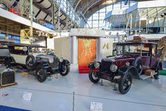 BRYSSEL BELGIEN - DECEMBER 05 2016 - Autoworld museum, gammal bilsamling som visar historien av bilar från början Royaltyfria Foton