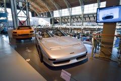 BRYSSEL BELGIEN - DECEMBER 05 2016 - Autoworld museum, gammal bilsamling som visar historien av bilar från början Arkivfoto
