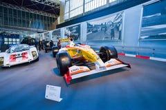 BRYSSEL BELGIEN - DECEMBER 05 2016 - Autoworld museum, gammal bilsamling som visar historien av bilar från början Royaltyfri Bild