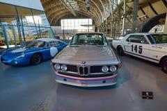 BRYSSEL BELGIEN - DECEMBER 05 2016 - Autoworld museum, gammal bilsamling som visar historien av bilar från början Arkivfoton