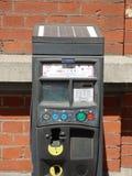 Bryssel Belgien - Juli 10th 2018: Sol- parkera metern som installeras i Ixelles, Bryssel Arkivbilder
