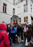 Bryssel Belgien Juni 18, 2011 - Manneken Pis ändrande dräkt Arkivfoto