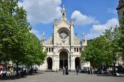 Bryssel Belgien - Maj 12, 2015: Catherine för folkbesökhelgon kyrka Royaltyfri Bild