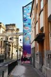 Bryssel Belgien - Maj 13, 2015: Målningen på husväggen Arkivbilder